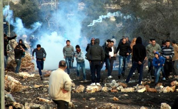 Nablus'ta cenaze törenine gaz bombalı müdahale 8