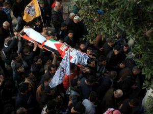 Nablus'ta cenaze törenine gaz bombalı müdahale