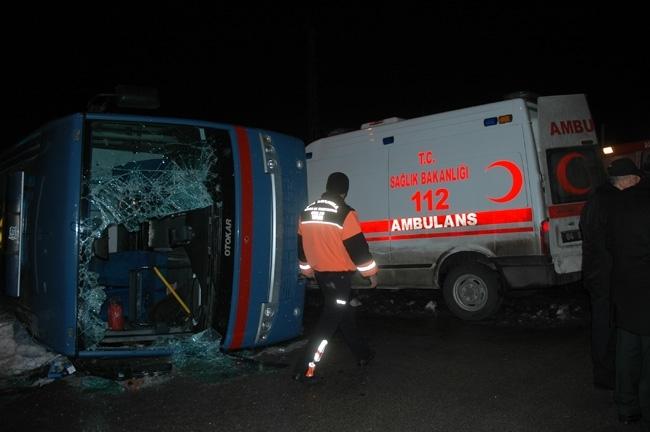 Van'da cezaevi aracı ambulans çarpıştı: 1 ölü, 12 yaralı 1