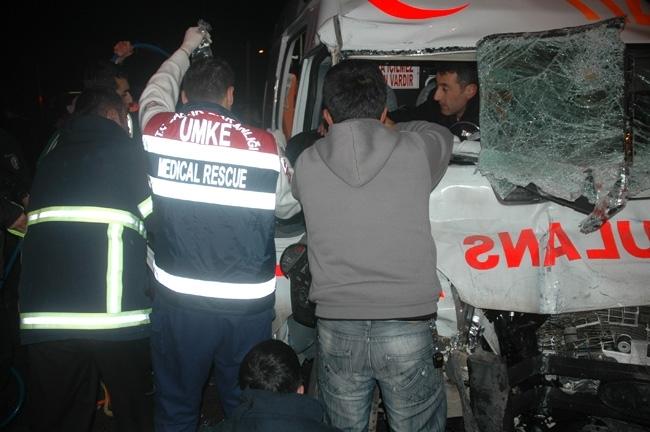 Van'da cezaevi aracı ambulans çarpıştı: 1 ölü, 12 yaralı 4
