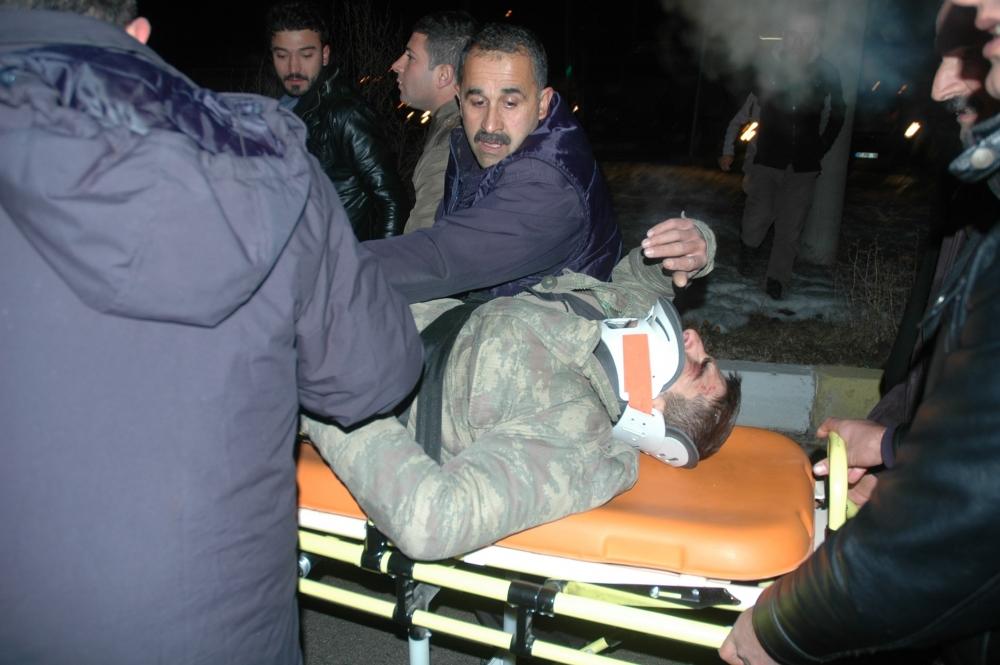 Van'da cezaevi aracı ambulans çarpıştı: 1 ölü, 12 yaralı 5