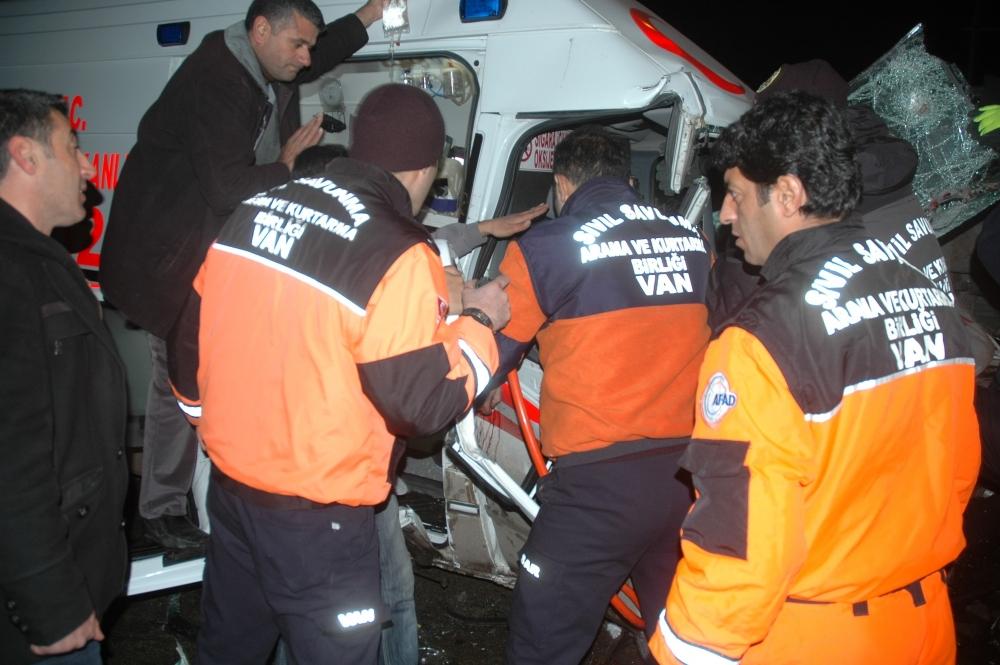 Van'da cezaevi aracı ambulans çarpıştı: 1 ölü, 12 yaralı 6