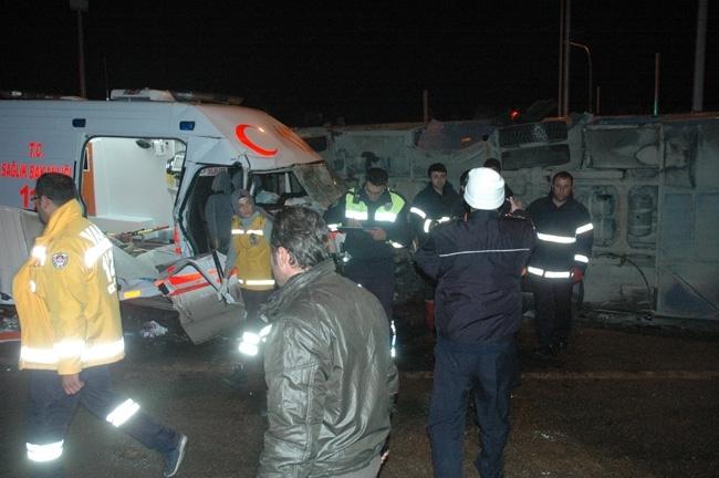 Van'da cezaevi aracı ambulans çarpıştı: 1 ölü, 12 yaralı 8