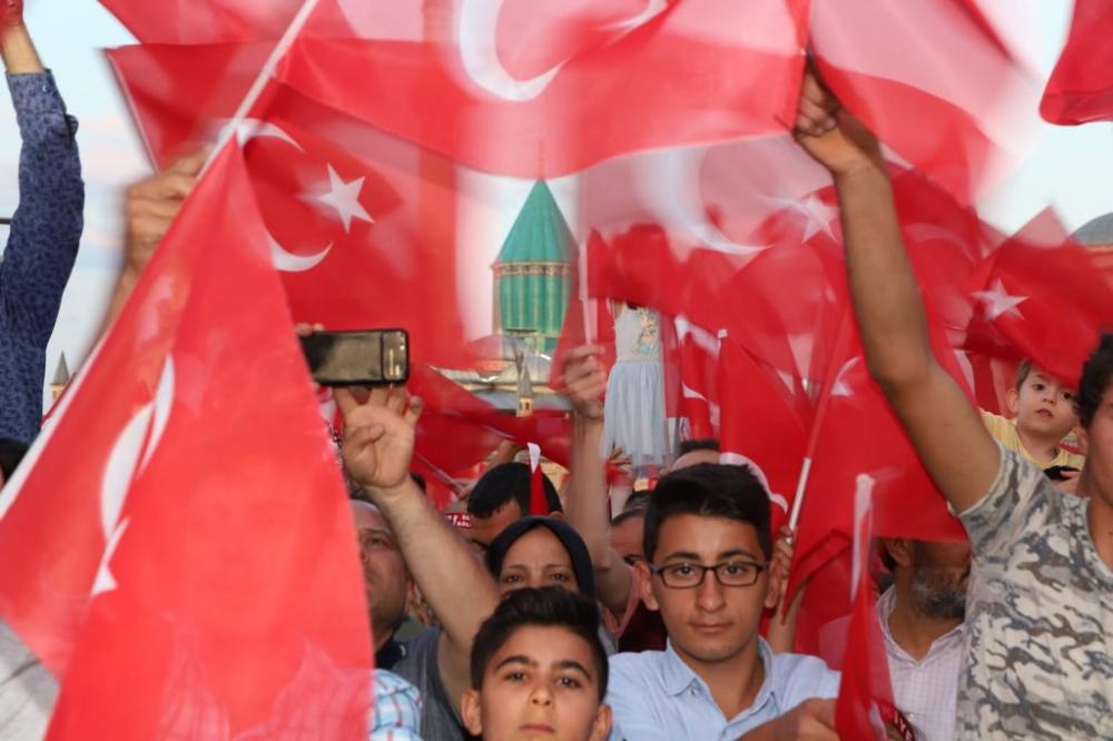 Konya 15 Temmuz'da Mevlana Meydanı'na akın etti 1