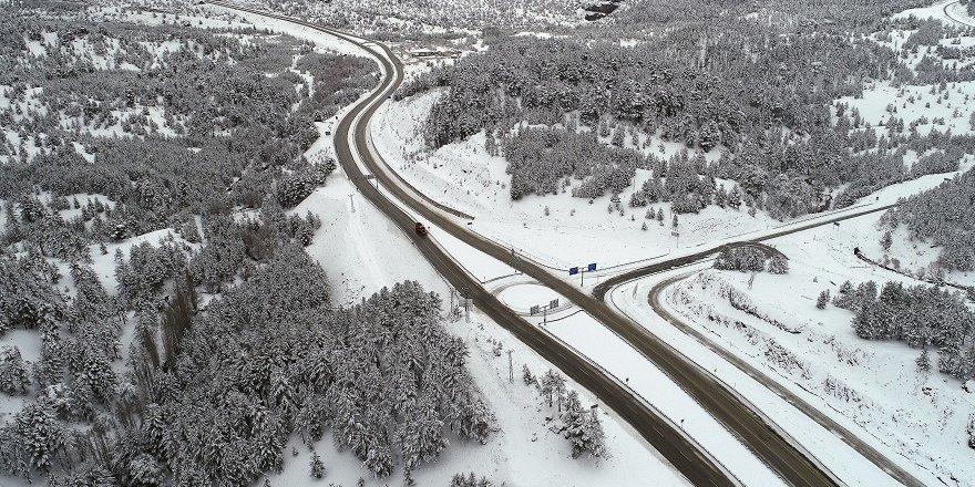 Alacabel Mevkisi'nde yollar beyaza büründü