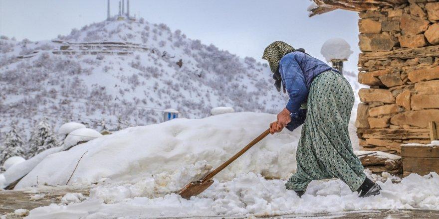 Konya'nın Hadim ilçesinde kar yağışı etkili oldu