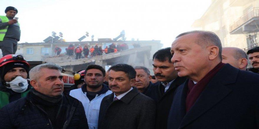 Erdoğan deprem bölgesinde incelemelerde bulundu
