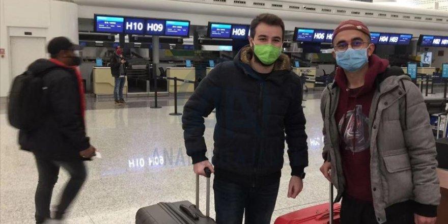 Vuhan kentindeki Türk vatandaşları havalimanında