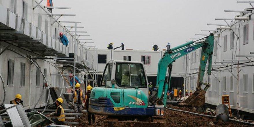 Vuhan kentinde yapımına başlanan hastane tüm hızıyla devam ediyor