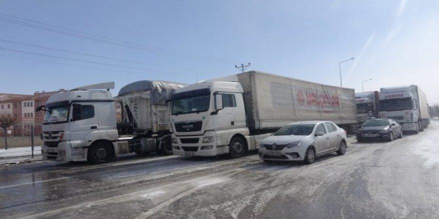 Konya'da 17 araçlı zincirleme kaza: 15 yaralı