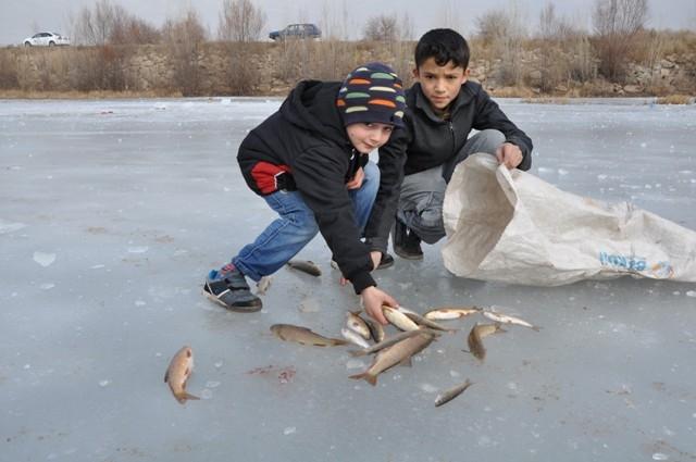 """Kızılırmak'ta """"Eskimo usulü"""" balık avı 10"""