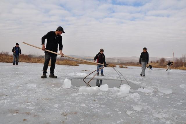 """Kızılırmak'ta """"Eskimo usulü"""" balık avı 4"""
