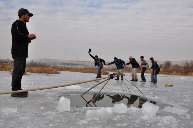 """Kızılırmak'ta """"Eskimo usulü"""" balık avı 6"""