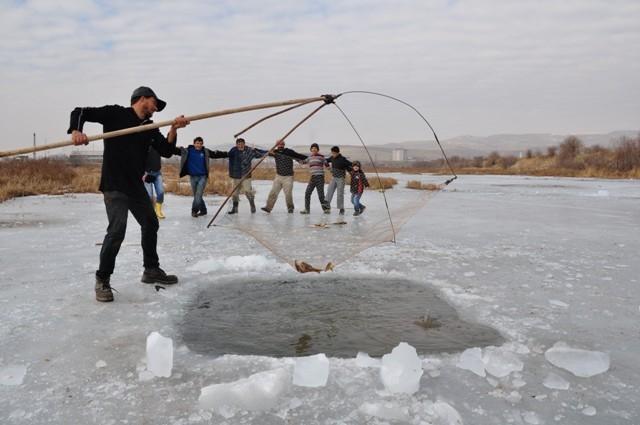 """Kızılırmak'ta """"Eskimo usulü"""" balık avı 7"""