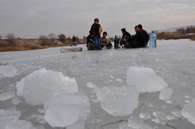 """Kızılırmak'ta """"Eskimo usulü"""" balık avı 9"""