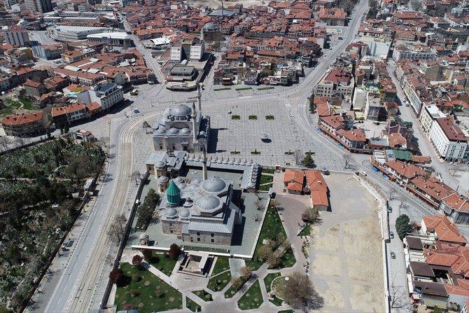 Konya'nın sessizliğe bürünen cadde ve sokakları havadan görüntülend 1