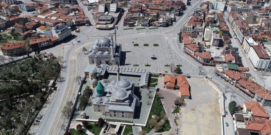 Konya'nın sessizliğe bürünen cadde ve sokakları havadan görüntülend