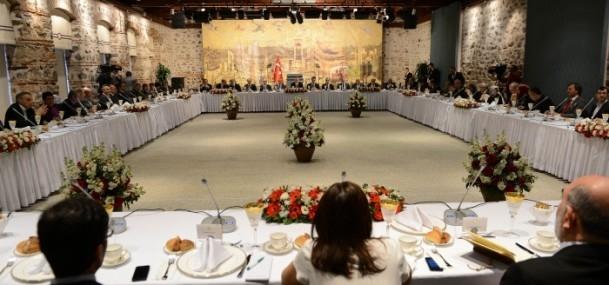 Başbakan Erdoğan gazeteci ve yazarlarla buluştu 1
