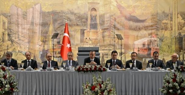 Başbakan Erdoğan gazeteci ve yazarlarla buluştu 11