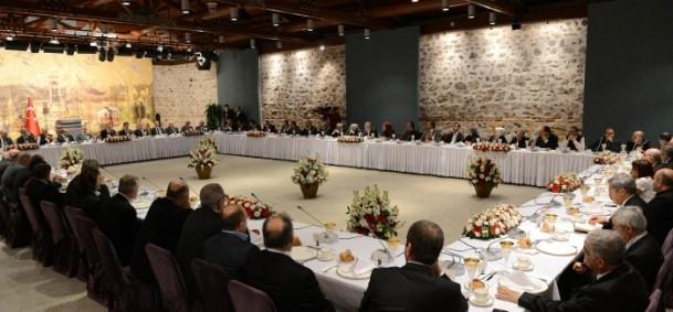 Başbakan Erdoğan gazeteci ve yazarlarla buluştu 18