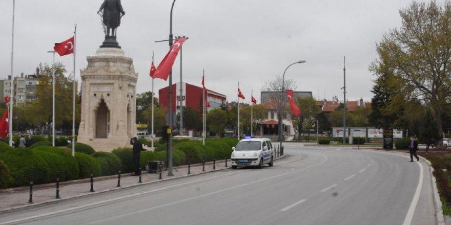 Konya'da sokağa çıkma kısıtlamasında sokaklar sessiz