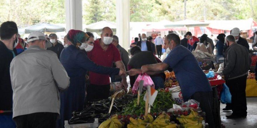 Konya'da yasak sonrası pazarlarda yoğunluk