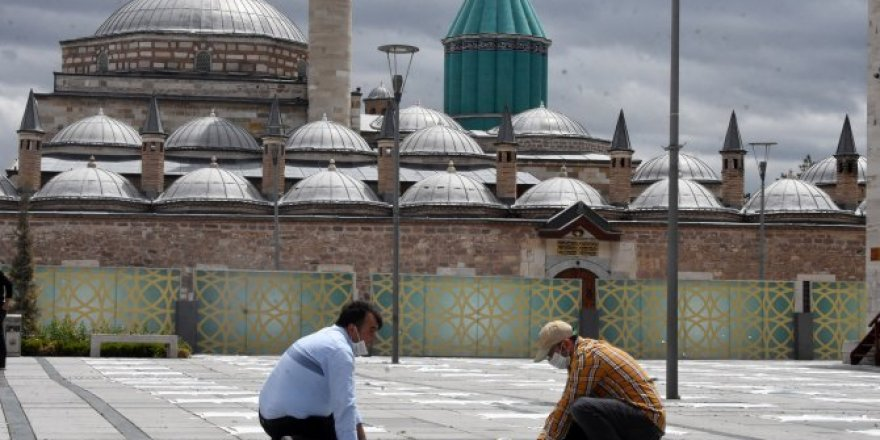 Konya, Mevlana Meydanı'nda cuma namazına böyle hazırlandı