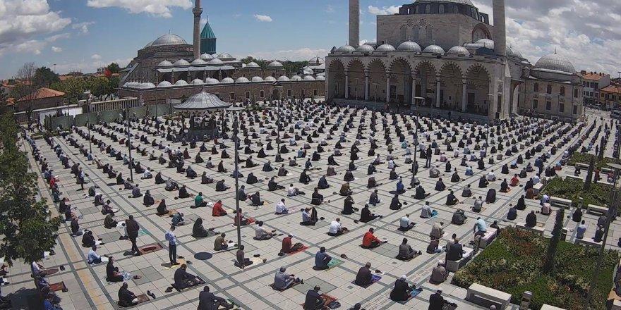 Konya'da camiler 74 gün sonra cemaatle buluştu