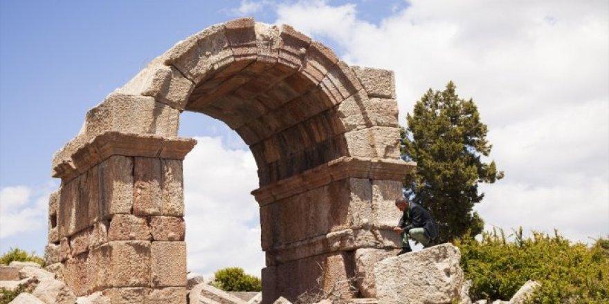 Konya'da İsaura Antik Kenti'nin sırları gün yüzüne çıkartılmayı bekliyor