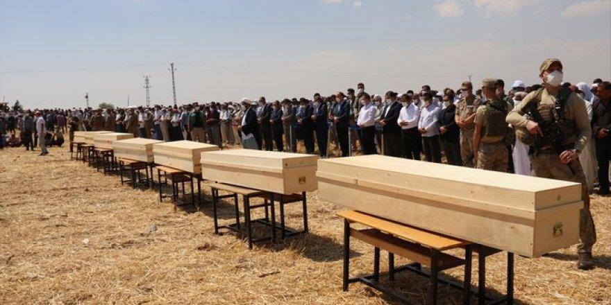 Konya'daki trafik kazasında hayatını kaybeden 7 kişi Şanlıurfa'da toprağa verildi
