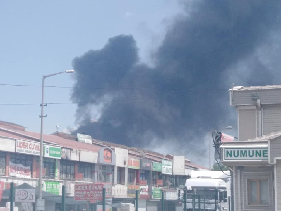 Konya'da, geri dönüşüm deposu ve palet atölyesinde yangın 1