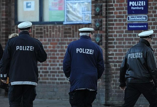 Almanya Polisi Göstericilere Canine Saldırdı 22