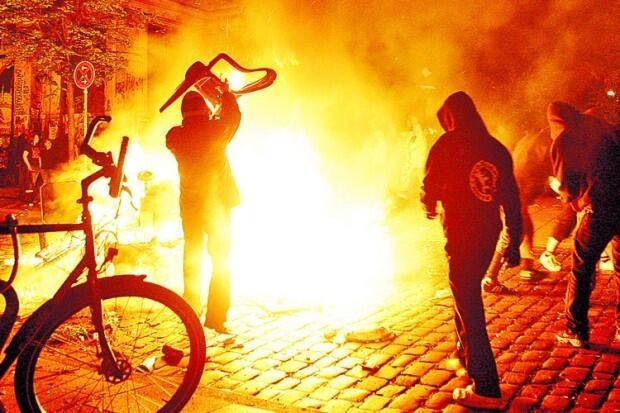 Almanya Polisi Göstericilere Canine Saldırdı 26