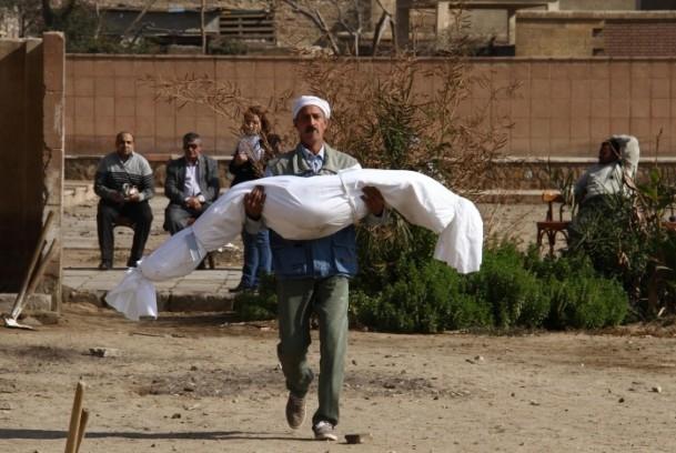"""Mısır'da """"kimliksiz"""" kurbanlar toprağa verildi 2"""