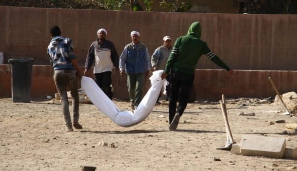 """Mısır'da """"kimliksiz"""" kurbanlar toprağa verildi 3"""