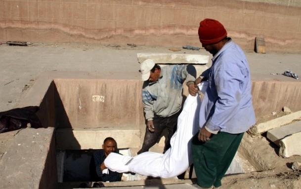 """Mısır'da """"kimliksiz"""" kurbanlar toprağa verildi 6"""