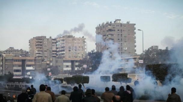 Mursi'nin yargılanması protesto ediliyor 12