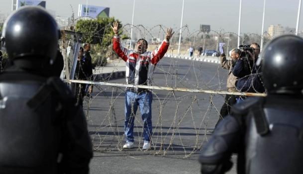 Mursi'nin yargılanması protesto ediliyor 13