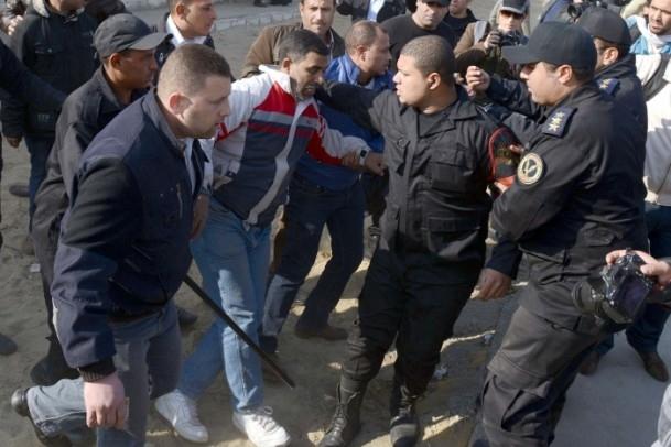 Mursi'nin yargılanması protesto ediliyor 15
