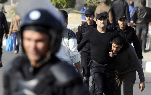 Mursi'nin yargılanması protesto ediliyor 4