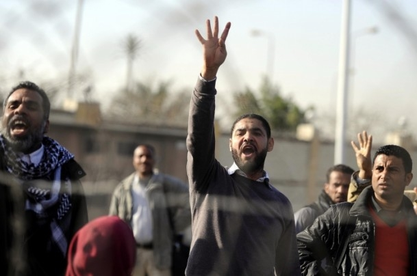 Mursi'nin yargılanması protesto ediliyor 5