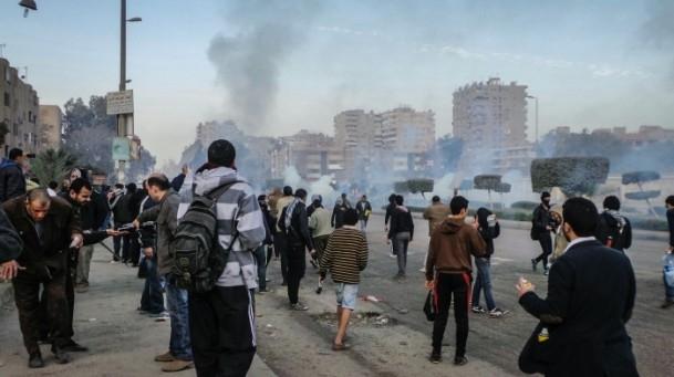 Mursi'nin yargılanması protesto ediliyor 8