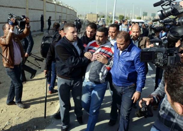 Mursi'nin yargılanması protesto ediliyor 9