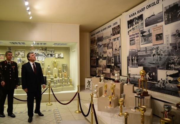 Cumhurbaşkanı Gül Kara Harp Okulu'nu ziyaret etti 11