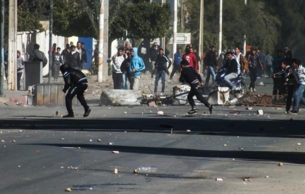 Tunus'ta vergi protestosu 6