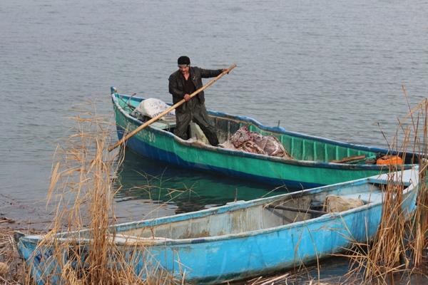 Dondurucu soğuğa rağmen avlanıyorlar 3