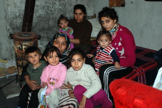 Evi yanan 13 kişilik aile kömürlükte kalıyor 2