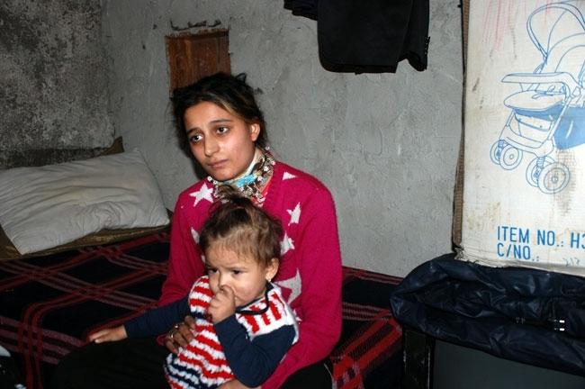 Evi yanan 13 kişilik aile kömürlükte kalıyor 3