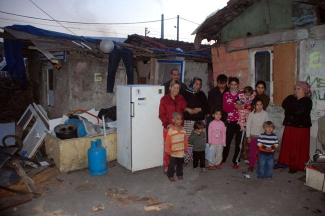 Evi yanan 13 kişilik aile kömürlükte kalıyor 5