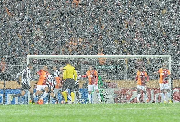 Galatasaray-Juventus maçına kar engeli 4